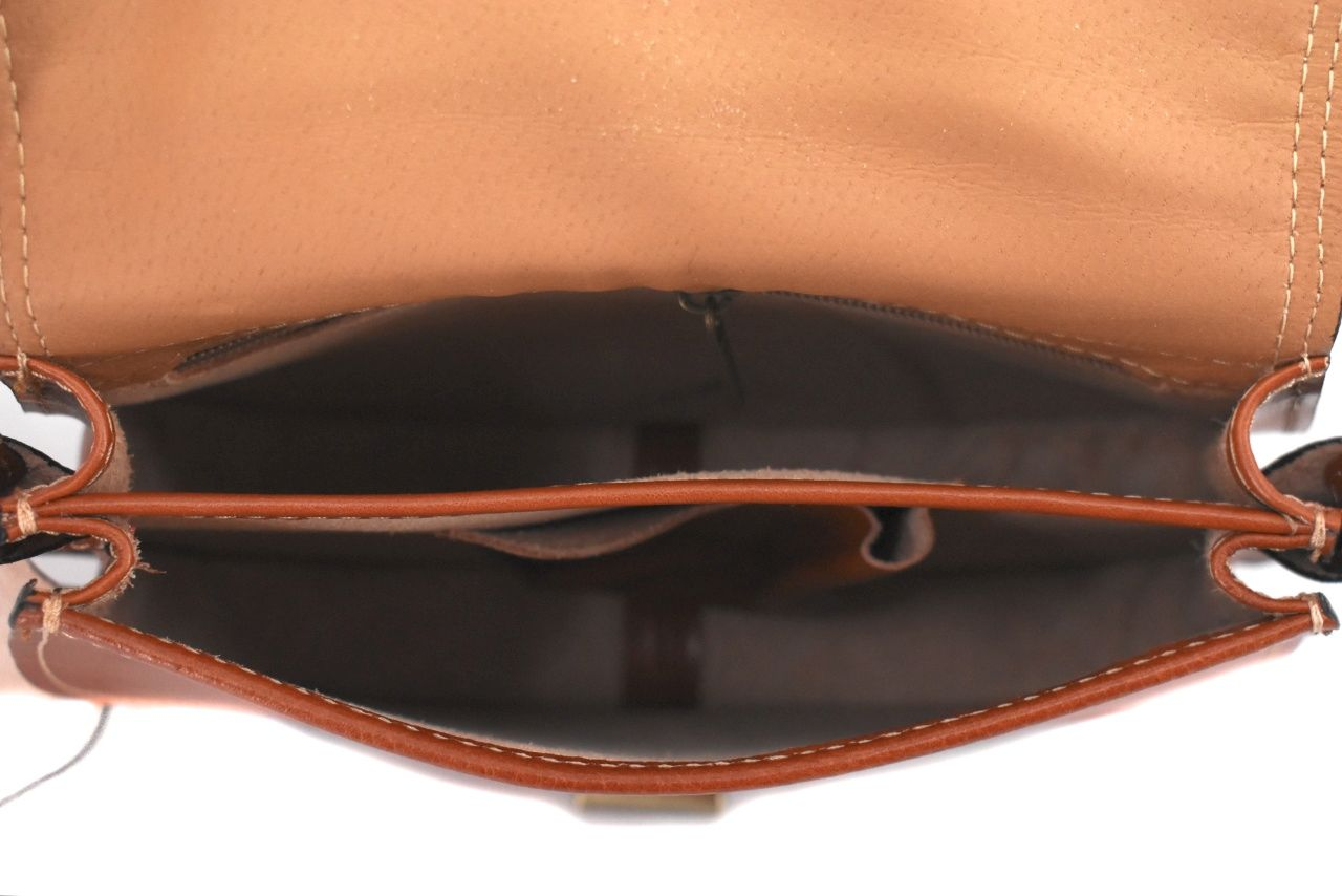 Dámská kožená kabelka s klopnou (crossbody) Arteddy - tmavě hnědá 38701