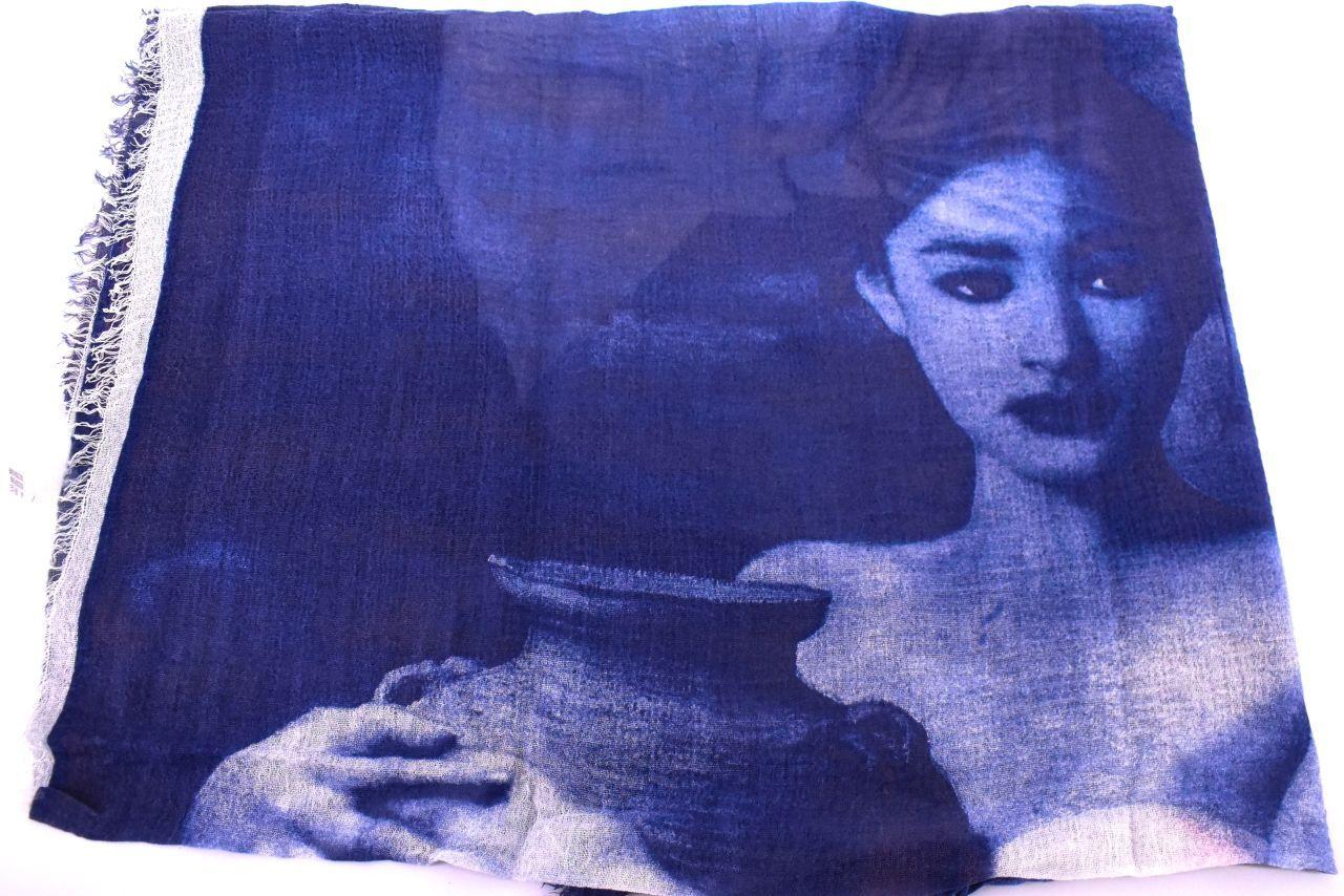 Šála s potiskem - tmavě modrá