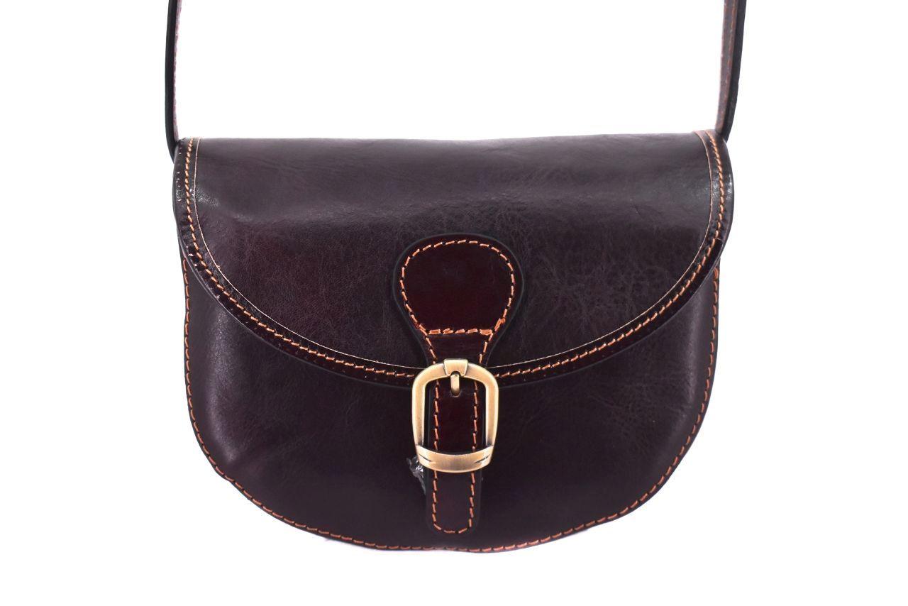 Dámská kožená crossbody kabelka s klopnou - tmavě hnědá