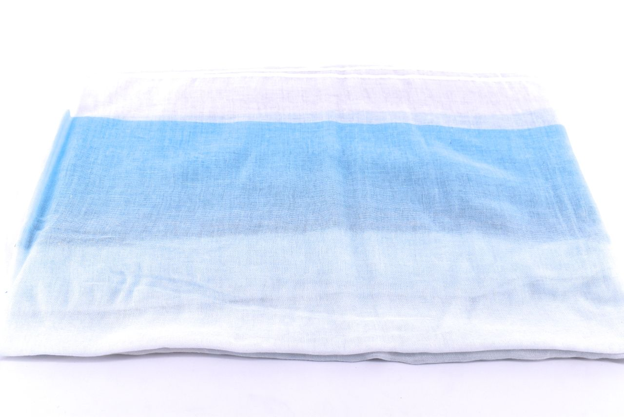 Barva: světle modrá