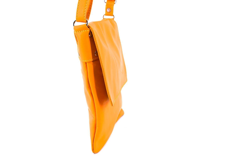 Dámská kožená crossbody kabelka s klopnou Arteddy - taupe 36944