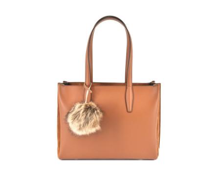 Dámská kožená kabelka s přívěškem  Arteddy