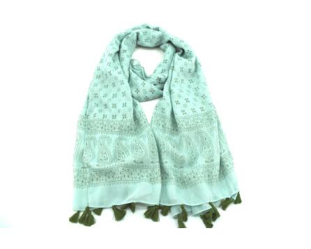 Moderní  šátek s třásněmi