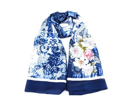 Dámský šátek  s květovaným vzorem - tmavě modrá